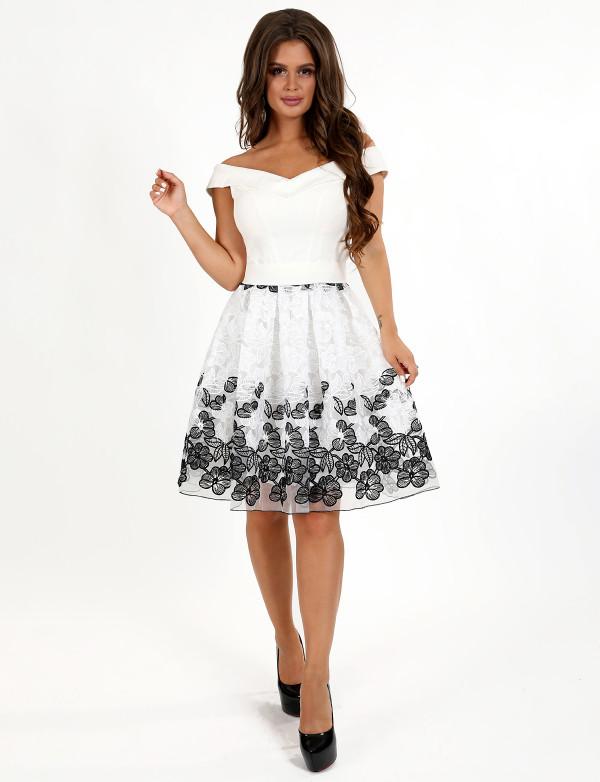 P 0966 Платье коктейльное из двухцветного гипюра
