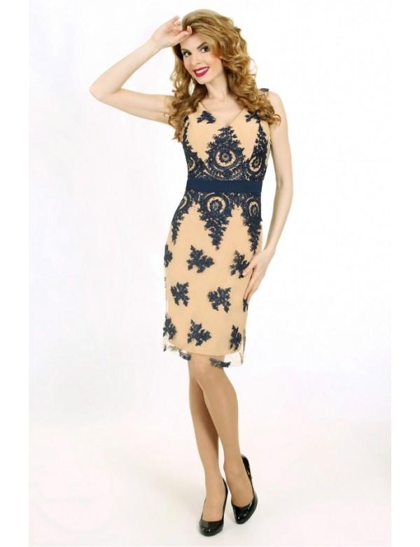 P 0622 Элегантное коктейльное платье из гипюра