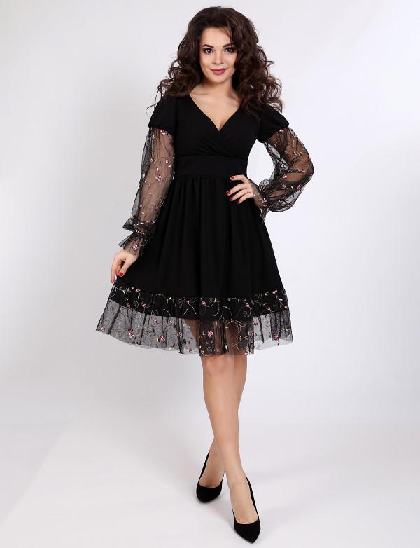 P 1043 Платье коктейльное с гипюровами манжетами и декорацией юбки