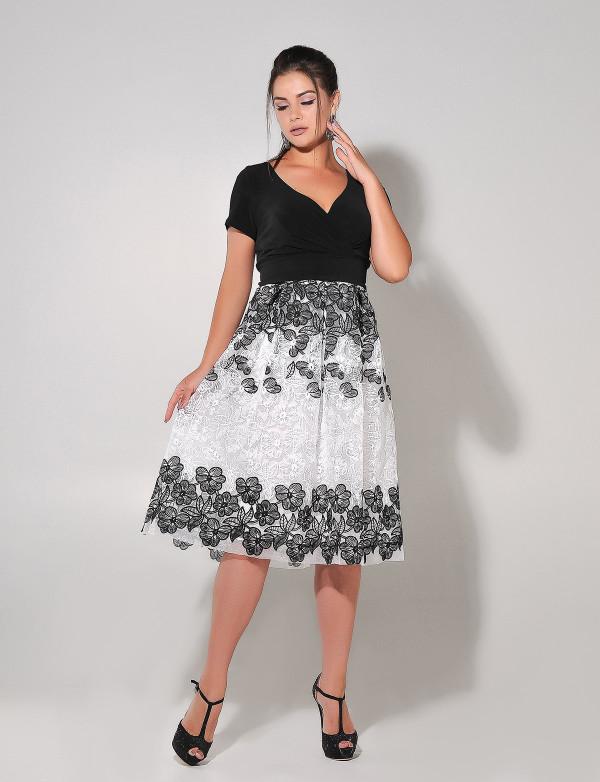 P 0965 Платье коктейльное из двухцветного гипюра с мягким трикотажем