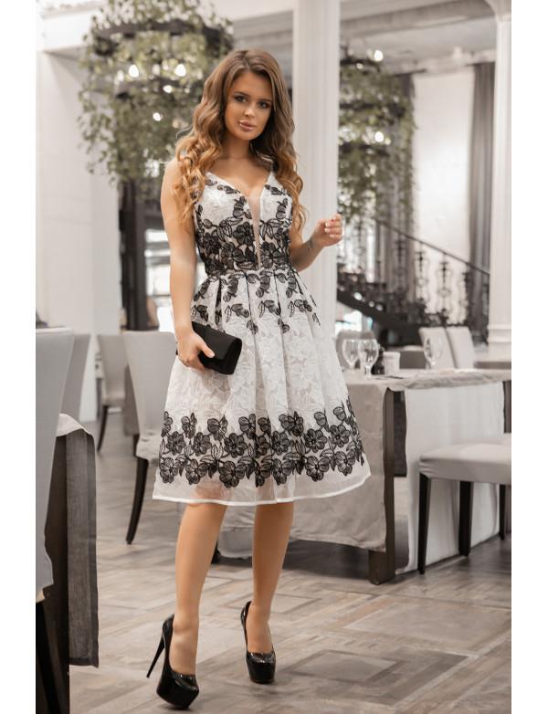 P 1060 Платье коктейльное из двухцветного объемного гипюра