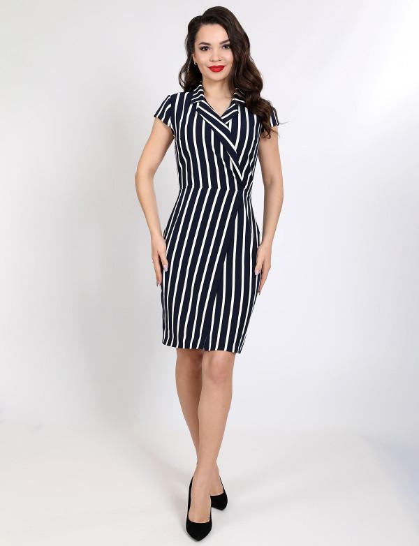 P 1056 Платье коктейльное в полоску на запАх