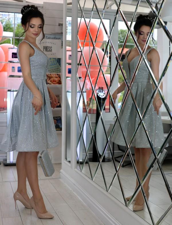 P 0997 3 Платье коктейльное из струящегося трикотажа с глиттерным напылением