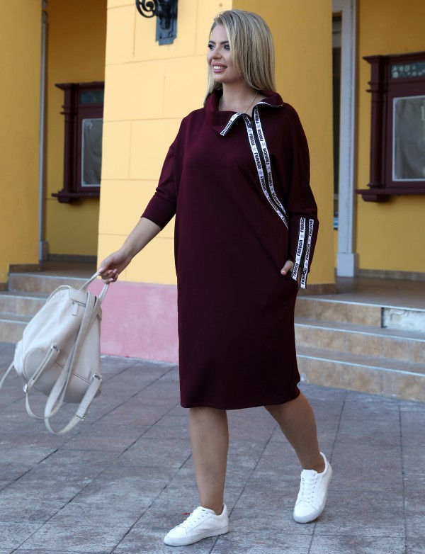 P 1075 Платье повседневное декорированное змейками