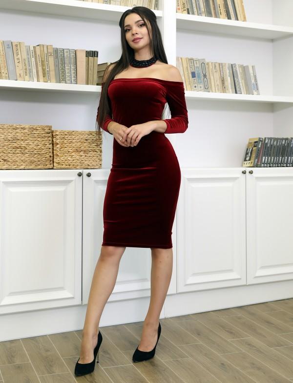 P 0906 Платье коктейльное из бархата в комплекте с украшением