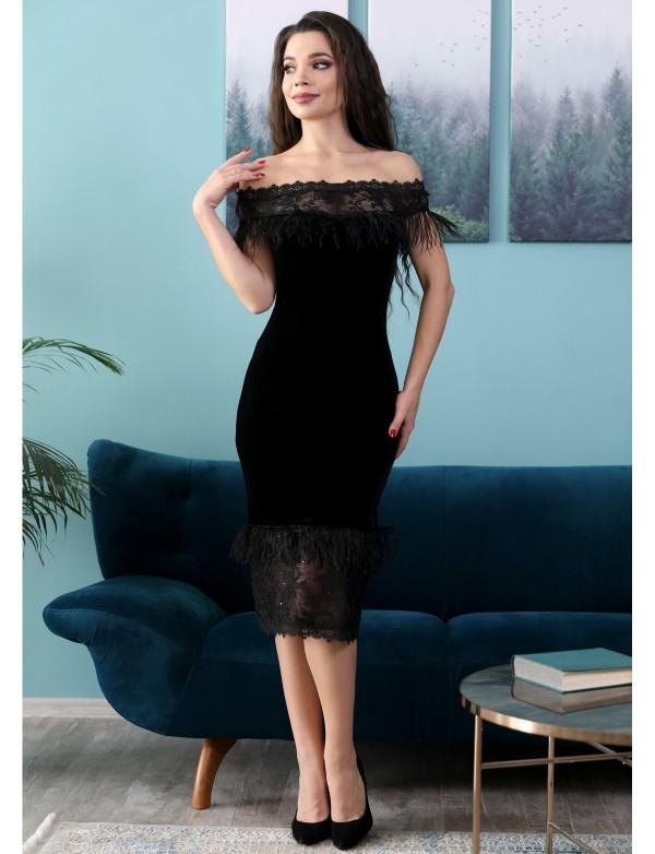 P 0937 Платье коктейльное из бархата, со вставками из перьев