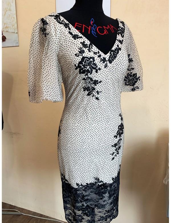 OP 1117 Платье коктейльное из гипюра с бархатными цветочками