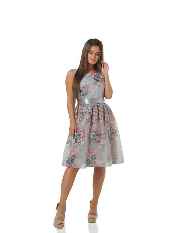 P 0900 Коктельное платье с вышивкой и вырезом на спине